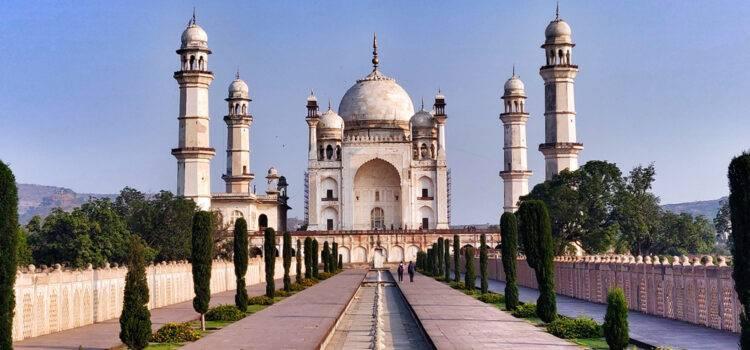 Replicas of Taj Mahal Built in Memory of Beloved Ones