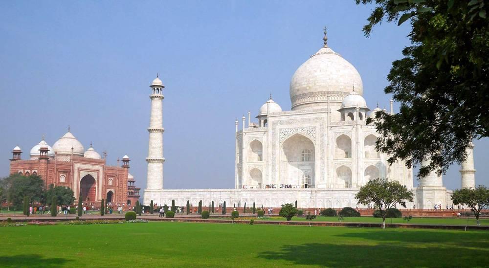 Taj Mahal - A Teardrop on the Cheek of Time